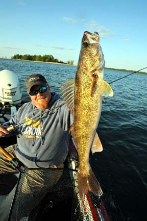 how to catch canadian walleyes