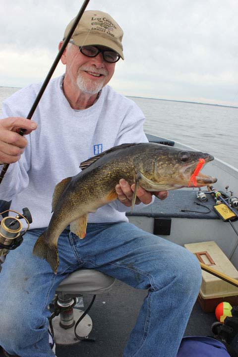 Snap jigging walleyes early fishing minnesota hunting for Best shore fishing in wisconsin
