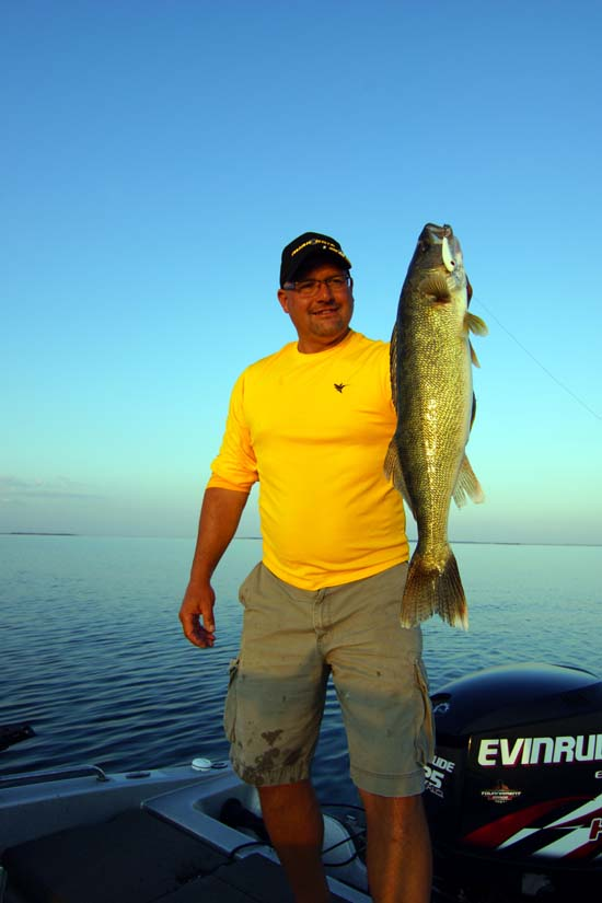 Red hot reservoir walleyes fishing reports hunting for South dakota ice fishing guides