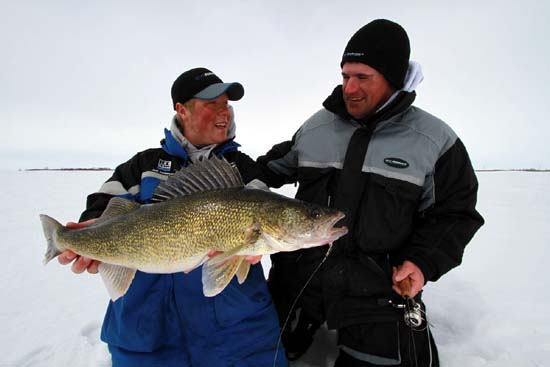 Walleyes on the rim early season walleye ice fishing for Best fishing lakes in illinois
