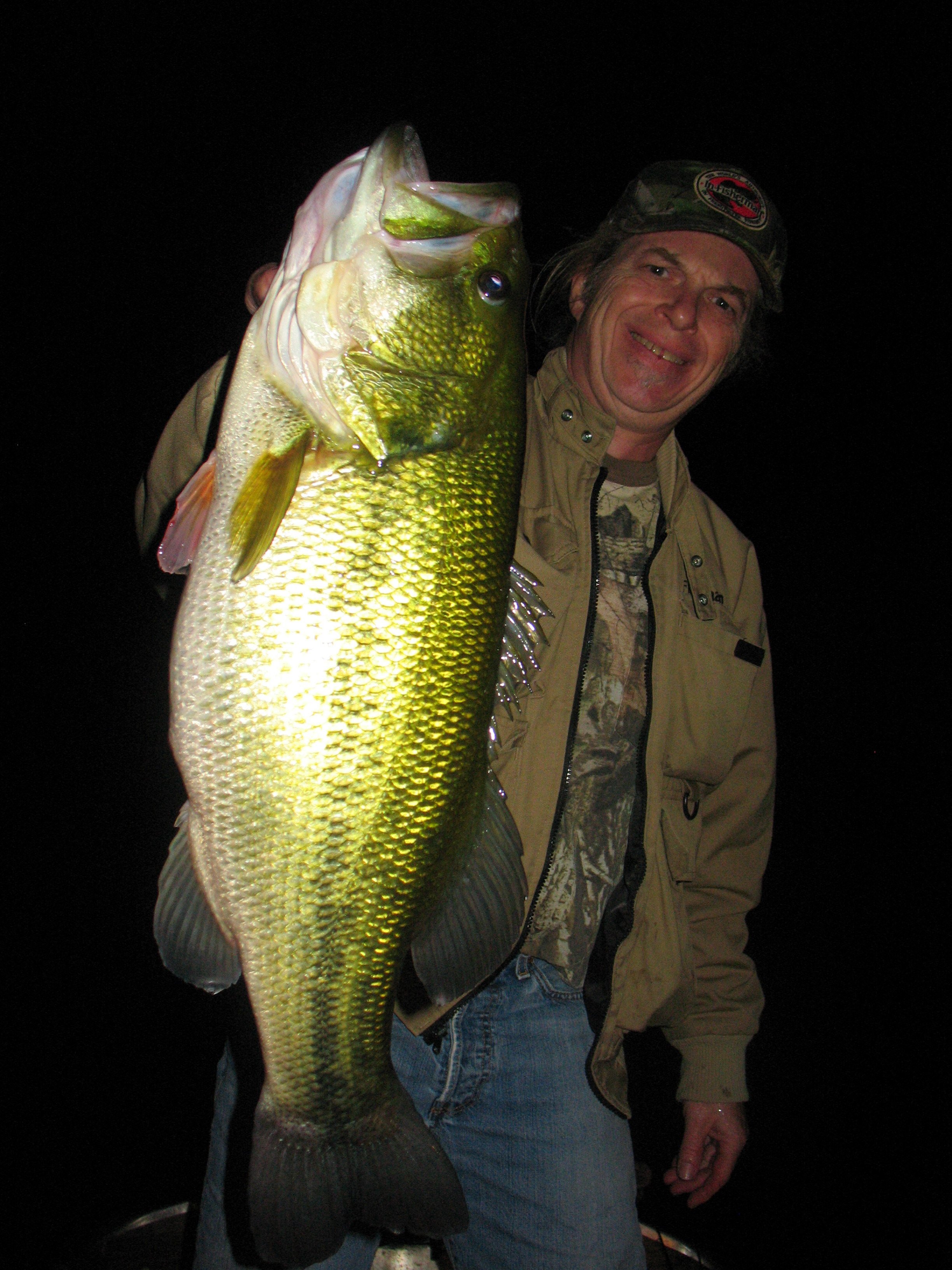 Bass fishing at night the hunt for giant night bass for Best time for bass fishing