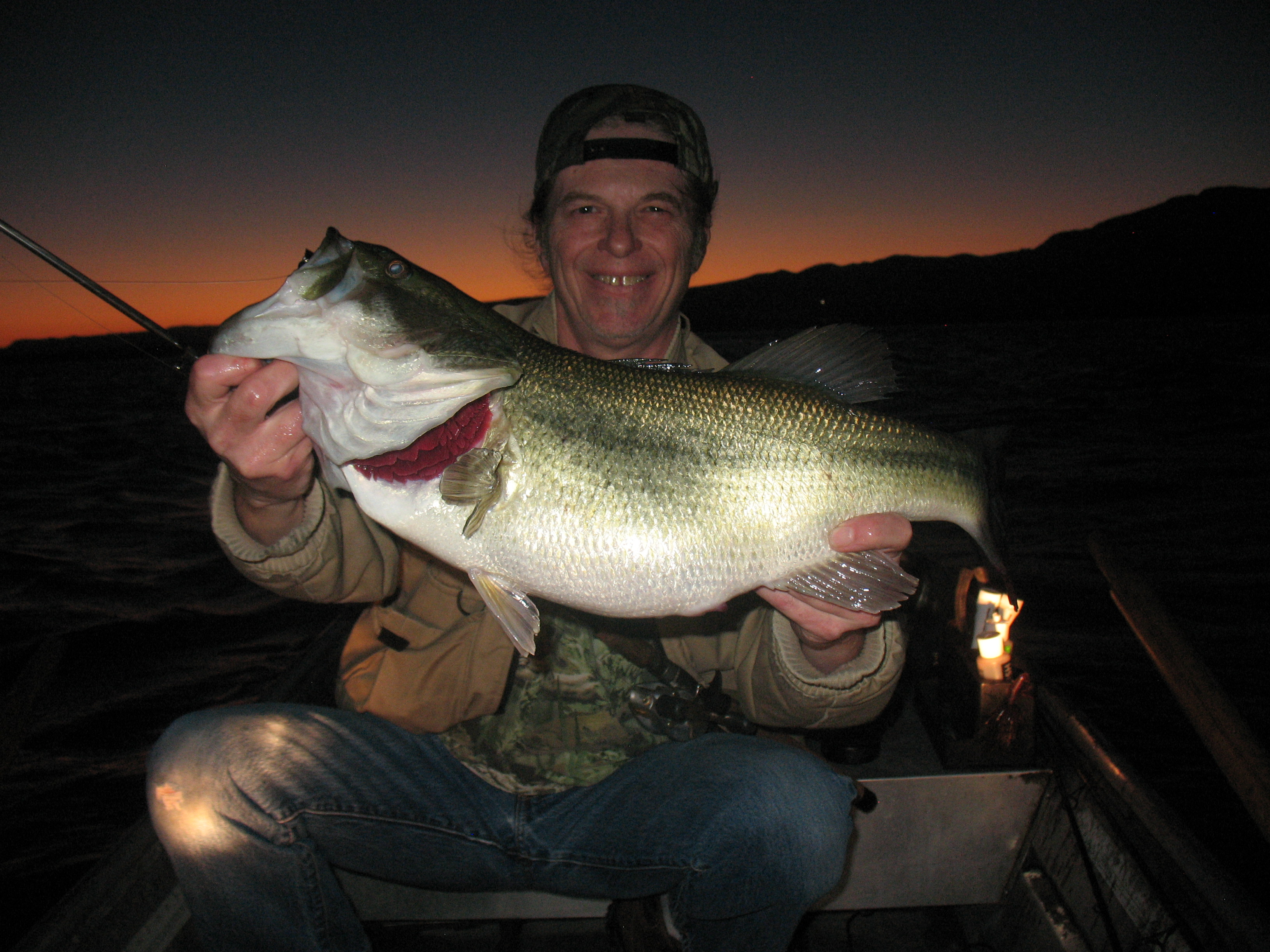 Bass fishing at night the hunt for giant night bass for Night bass fishing
