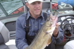 When to feed and not feed line when Lindy rigging